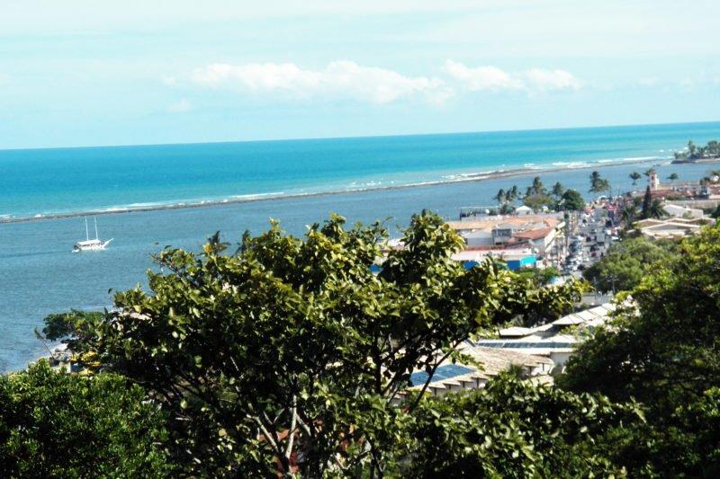 Vista parcial do litoral de Porto Seguro BA