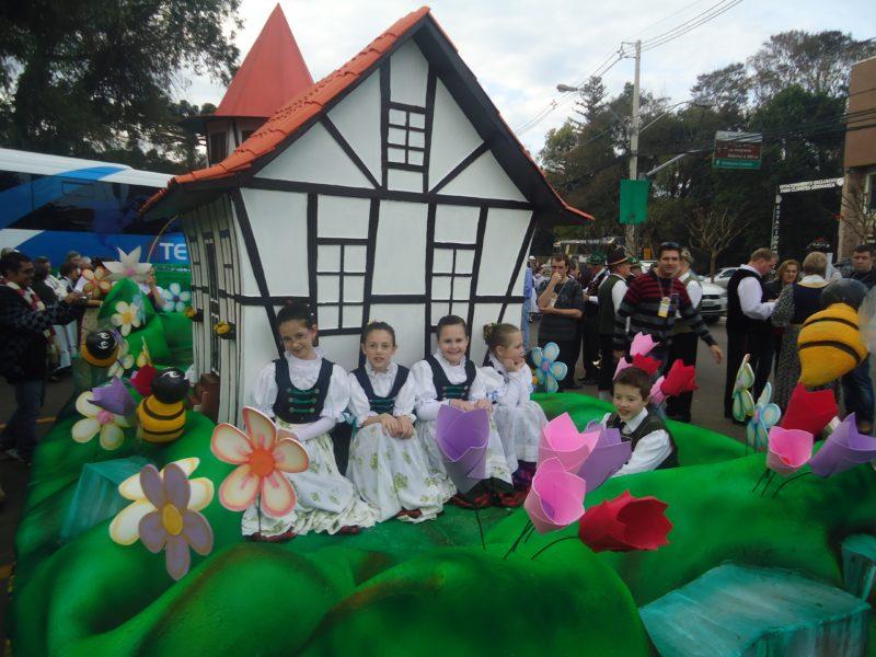 Festival Internacional de Folclore Nova Petrópolis RS (Foto: https://iovbrasil.com)