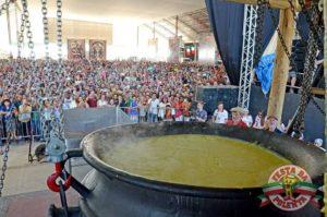 Festa da Polenta Venda Nova do Imigrante ES - Tombo da Polenta (Foto fonte http://www.festadapolenta.com.br/)