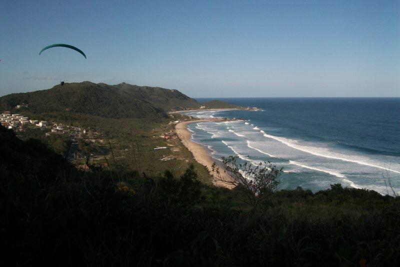 Praia Galheta Florianópolis SC (foto fontehttps://planetacativante.com.br/florianopolis-para-voce/)