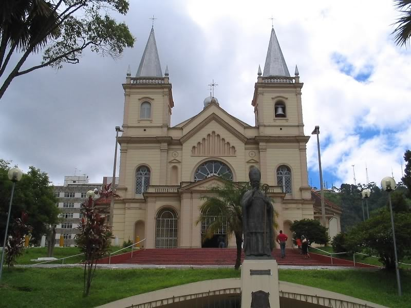 Dicas de Hotéis Juiz de Fora MG ( foto fonte http://phormar.com.br/local/igreja-catedral-metropolitana-de-juiz-de-fora/)