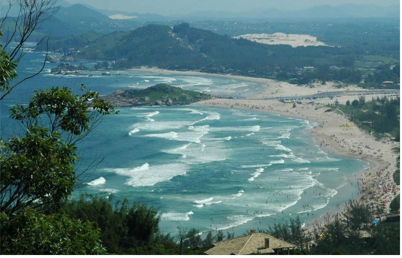 Praias Garopaba SC ( foto fonte http://www.pousada-cabana.com/praias-de-garopaba/)