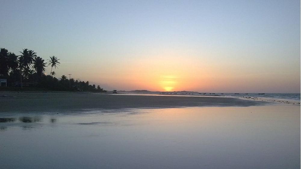 Praia da Baleia CE ( foto fonte www.baixaki.com.br)