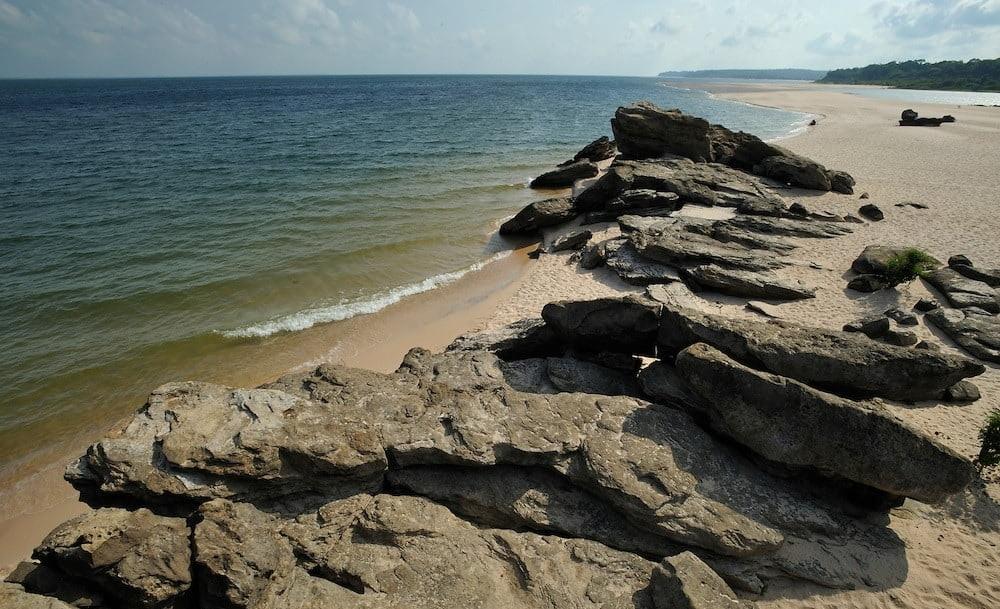 Praia de Ponta das Pedras Santarém PA (foto fonte https://casalnomade.com/ponta-de-pedras-uma-cidadezinha-linda-no-para-que-pouco-se-ouve-falar/)