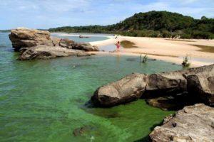 Praia Ponta das Pedras Santarém PA (Foto: https://casalnomade.com/ponta-de-pedras-uma-cidadezinha-linda-no-para-que-pouco-se-ouve-falar/)
