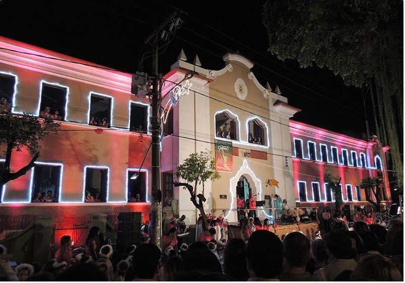 Cantata de Natal em Cataguases MG ( foto fonte http://www.midiamineira.com/2014/11/colegio-carmo-realiza-hoje-sua.html)