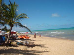 Praias de Prado (foto https://casatemporadaprado.wordpress.com/2010/08/06/cond-areia-branca-av-itamaraju/)
