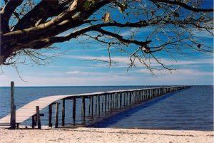 Praia do Laranjal (foto https://br.pinterest.com)