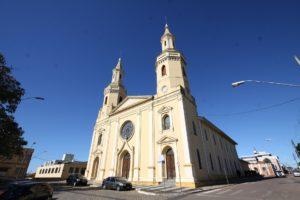 Castro - Igreja de Santana (foto http://www.viajeparana.com/Castro)